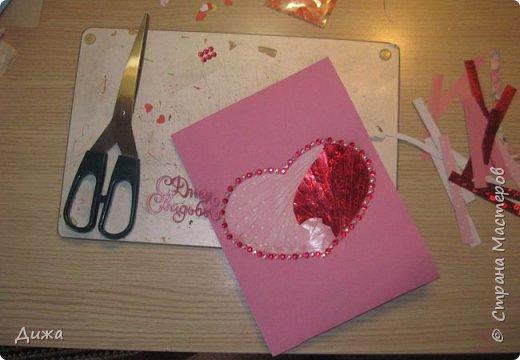"""Всем приветик! Сегодня я вам хочу показать открытку, которую я сделала на свадьбу. Мой любимый дядя (родной братишка моей мамы) жениться и я решила сделать им открытку сама.  Мама говорит, что всё равно выкинут, потому что не все взрослые любят самодельные открытки. Но я очень хотела сделать. Мама сказала, что нужно очень красивую сделать, может тогда не выкинут. И так совпало, что мастерица М.Плюшкина проводит конкурс """"Розыгрыш очень вкусной конфеты"""" https://stranamasterov.ru/node/1151317. И я тоже решила поусаствовать.  Свадьба будет в сентябре :-)  Открытку сделала по технике айрис фолдинг.  Огромное спасибо Татьяне Просняковой за очень понятный мастер класс https://stranamasterov.ru/technics/iris-folding?c=popular_inf_776%2C451. Техника очень интересная и получается красиво!   Основа открытки розовый картон фото 11"""