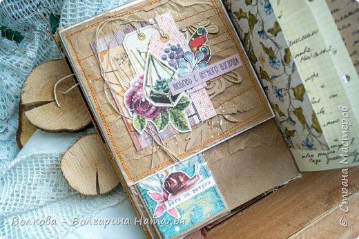 Моя последняя долгостройная работа с мастер-класса Эли Гафаровой - дневник - готова. Поскольку странички в дневник уже дома оформляла, то без фото из Архыза обойтись было бы странно. Причём, я решила вместе с фото участниц скрап-феста сохранить их АТС-ки и открытки. Хранить их отдельно не хотелось. фото 11