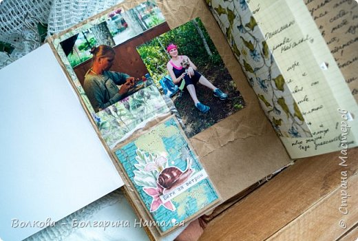 Моя последняя долгостройная работа с мастер-класса Эли Гафаровой - дневник - готова. Поскольку странички в дневник уже дома оформляла, то без фото из Архыза обойтись было бы странно. Причём, я решила вместе с фото участниц скрап-феста сохранить их АТС-ки и открытки. Хранить их отдельно не хотелось. фото 12
