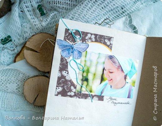 Моя последняя долгостройная работа с мастер-класса Эли Гафаровой - дневник - готова. Поскольку странички в дневник уже дома оформляла, то без фото из Архыза обойтись было бы странно. Причём, я решила вместе с фото участниц скрап-феста сохранить их АТС-ки и открытки. Хранить их отдельно не хотелось. фото 15