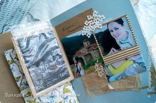 Моя последняя долгостройная работа с мастер-класса Эли Гафаровой - дневник - готова. Поскольку странички в дневник уже дома оформляла, то без фото из Архыза обойтись было бы странно. Причём, я решила вместе с фото участниц скрап-феста сохранить их АТС-ки и открытки. Хранить их отдельно не хотелось. фото 17