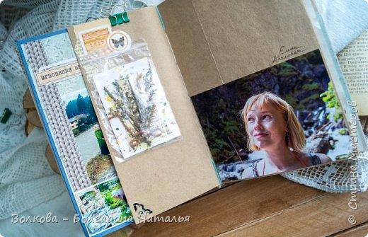Моя последняя долгостройная работа с мастер-класса Эли Гафаровой - дневник - готова. Поскольку странички в дневник уже дома оформляла, то без фото из Архыза обойтись было бы странно. Причём, я решила вместе с фото участниц скрап-феста сохранить их АТС-ки и открытки. Хранить их отдельно не хотелось. фото 28