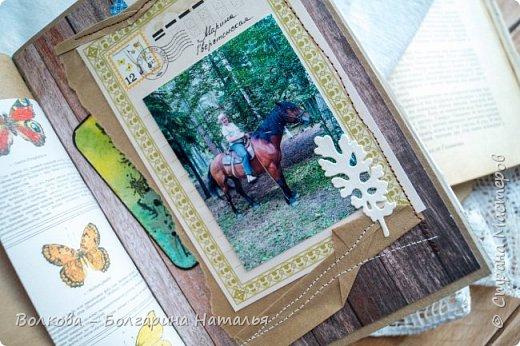 Моя последняя долгостройная работа с мастер-класса Эли Гафаровой - дневник - готова. Поскольку странички в дневник уже дома оформляла, то без фото из Архыза обойтись было бы странно. Причём, я решила вместе с фото участниц скрап-феста сохранить их АТС-ки и открытки. Хранить их отдельно не хотелось. фото 33