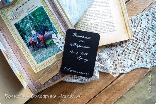 Моя последняя долгостройная работа с мастер-класса Эли Гафаровой - дневник - готова. Поскольку странички в дневник уже дома оформляла, то без фото из Архыза обойтись было бы странно. Причём, я решила вместе с фото участниц скрап-феста сохранить их АТС-ки и открытки. Хранить их отдельно не хотелось. фото 35
