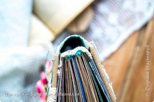 Моя последняя долгостройная работа с мастер-класса Эли Гафаровой - дневник - готова. Поскольку странички в дневник уже дома оформляла, то без фото из Архыза обойтись было бы странно. Причём, я решила вместе с фото участниц скрап-феста сохранить их АТС-ки и открытки. Хранить их отдельно не хотелось. фото 43