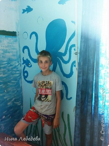 а вот и вторая комната . Захотелось мальчишек в подводный мир погрузить :) Учла их пожелание насчёт сундука - подводного клада... :) фото 4