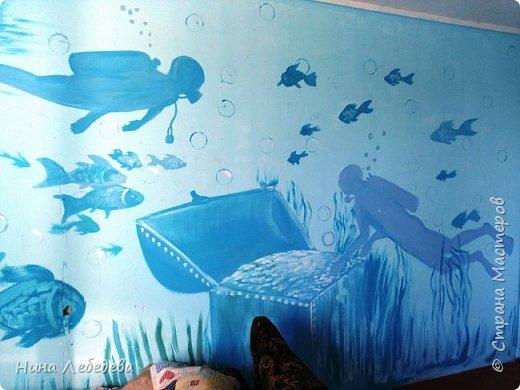 а вот и вторая комната . Захотелось мальчишек в подводный мир погрузить :) Учла их пожелание насчёт сундука - подводного клада... :) фото 1