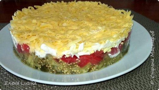Предлагаю приготовить очень вкусный салат из ароматных и сочных сезонных овощей -баклажанов и помидоров.