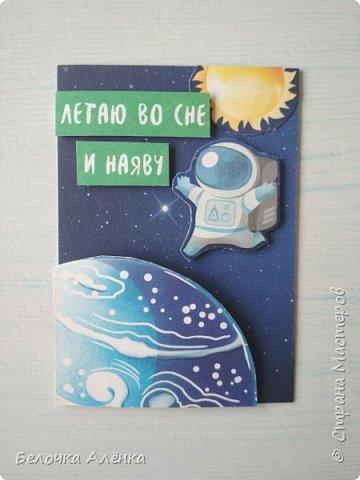 """Представляю вашему вниманию новую серию карточек, выполненную в рамках """"совместника на двоих""""! :) Тема - космос.  Это супер долгие космические карточки, идею о которых я вынашивала несколько месяцев, но не знала, с чего именно начать.  Пожаловалась Викулетте, и решили мы организовать что-то подобное совместнику.  Вот моя космическая серия, она мне кажется довольно забавной :)   Первыми к выбору приглашаются Нельча и Oksana Gordey.  фото 2"""