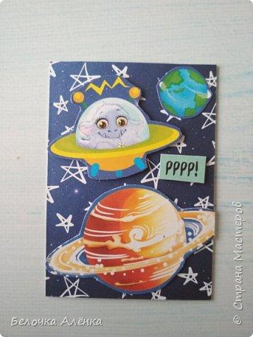 """Представляю вашему вниманию новую серию карточек, выполненную в рамках """"совместника на двоих""""! :) Тема - космос.  Это супер долгие космические карточки, идею о которых я вынашивала несколько месяцев, но не знала, с чего именно начать.  Пожаловалась Викулетте, и решили мы организовать что-то подобное совместнику.  Вот моя космическая серия, она мне кажется довольно забавной :)   Первыми к выбору приглашаются Нельча и Oksana Gordey.  фото 10"""