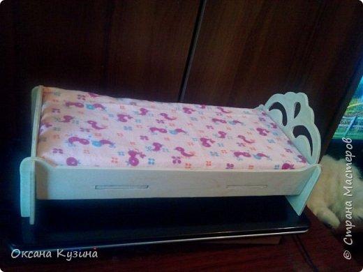 Здравствуйте, всем кто заглянул на страничку. Вот задумала я новый проект Roombox для кукол типа Палок (племяшке на день рождения). Решила с вами делиться результатами, может кто совет дельный даст или идейку подкинет. На сегодня готовы коробка (материалы на фото), кроватка с матрацем, кресло-кровать для гостей, настольная лампа и картина. Кроватку и остальную деревянную мебель уговорила выпилить мужа, чертежи и сборка моя. Кресло-кровать для кукольной комнаты без каркаса. На ваш суд первый этап.  Стены и пол из пенополистерола, как основу использовала ДВП, на пол ещё планирую положить линолиум. фото 15