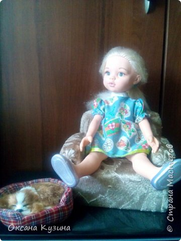 Здравствуйте, всем кто заглянул на страничку. Вот задумала я новый проект Roombox для кукол типа Палок (племяшке на день рождения). Решила с вами делиться результатами, может кто совет дельный даст или идейку подкинет. На сегодня готовы коробка (материалы на фото), кроватка с матрацем, кресло-кровать для гостей, настольная лампа и картина. Кроватку и остальную деревянную мебель уговорила выпилить мужа, чертежи и сборка моя. Кресло-кровать для кукольной комнаты без каркаса. На ваш суд первый этап.  Стены и пол из пенополистерола, как основу использовала ДВП, на пол ещё планирую положить линолиум. фото 13