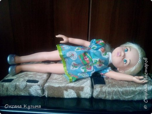 Здравствуйте, всем кто заглянул на страничку. Вот задумала я новый проект Roombox для кукол типа Палок (племяшке на день рождения). Решила с вами делиться результатами, может кто совет дельный даст или идейку подкинет. На сегодня готовы коробка (материалы на фото), кроватка с матрацем, кресло-кровать для гостей, настольная лампа и картина. Кроватку и остальную деревянную мебель уговорила выпилить мужа, чертежи и сборка моя. Кресло-кровать для кукольной комнаты без каркаса. На ваш суд первый этап.  Стены и пол из пенополистерола, как основу использовала ДВП, на пол ещё планирую положить линолиум. фото 12