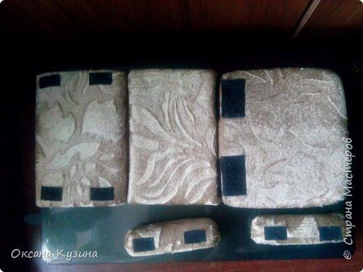 Здравствуйте, всем кто заглянул на страничку. Вот задумала я новый проект Roombox для кукол типа Палок (племяшке на день рождения). Решила с вами делиться результатами, может кто совет дельный даст или идейку подкинет. На сегодня готовы коробка (материалы на фото), кроватка с матрацем, кресло-кровать для гостей, настольная лампа и картина. Кроватку и остальную деревянную мебель уговорила выпилить мужа, чертежи и сборка моя. Кресло-кровать для кукольной комнаты без каркаса. На ваш суд первый этап.  Стены и пол из пенополистерола, как основу использовала ДВП, на пол ещё планирую положить линолиум. фото 11