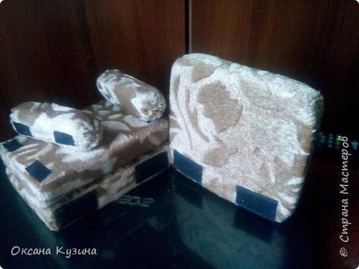 Здравствуйте, всем кто заглянул на страничку. Вот задумала я новый проект Roombox для кукол типа Палок (племяшке на день рождения). Решила с вами делиться результатами, может кто совет дельный даст или идейку подкинет. На сегодня готовы коробка (материалы на фото), кроватка с матрацем, кресло-кровать для гостей, настольная лампа и картина. Кроватку и остальную деревянную мебель уговорила выпилить мужа, чертежи и сборка моя. Кресло-кровать для кукольной комнаты без каркаса. На ваш суд первый этап.  Стены и пол из пенополистерола, как основу использовала ДВП, на пол ещё планирую положить линолиум. фото 8