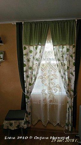 Здравствуйте дорогие! Наконец то закончили мы с мужем ремонт в комнатах! Можно и шторки новые повесить! Я показывала вам эти шторы, теперь вот на окне покажу. Фото правда не очень, как ни старалась, сверху не видно ламбрекен. Кстати я его уже перешила, изначально он был другой. фото 3