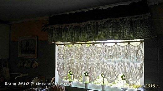 Здравствуйте дорогие! Наконец то закончили мы с мужем ремонт в комнатах! Можно и шторки новые повесить! Я показывала вам эти шторы, теперь вот на окне покажу. Фото правда не очень, как ни старалась, сверху не видно ламбрекен. Кстати я его уже перешила, изначально он был другой. фото 1
