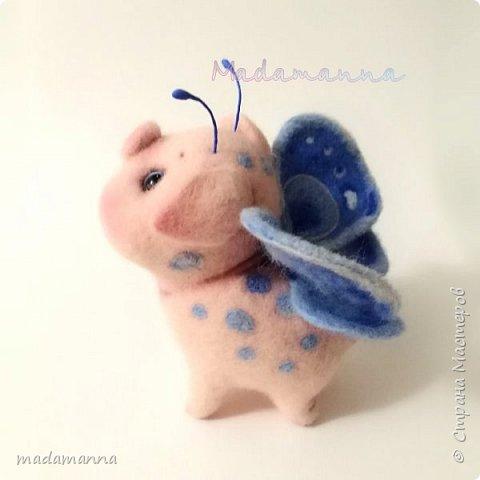 Если б Свинки были пчелками.... Нет. Не так Ах, если бы Свинки умели летать,  Они очень много могли б повидать,  Увидеть, узнать и везде побывать...  Об этом, увы, остается мечтать...  Это очень мечтательная СвинкоБабочка, а может БабОСвинка? :)  фото 1
