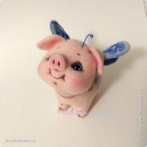 Если б Свинки были пчелками.... Нет. Не так Ах, если бы Свинки умели летать,  Они очень много могли б повидать,  Увидеть, узнать и везде побывать...  Об этом, увы, остается мечтать...  Это очень мечтательная СвинкоБабочка, а может БабОСвинка? :)  фото 2