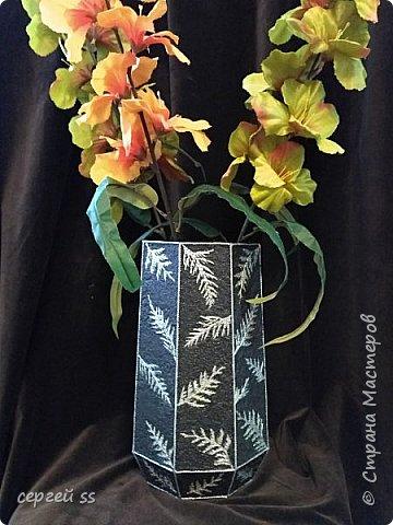 Я выставил эту вазу только с одной целью , что бы показать, что  веточки туи - очень интересный материал  фото 1