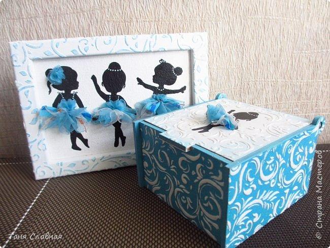 Небольшая рамка и маленькая коробочка  - вот и весь набор в комнату для девочки, для создания настроения.  Независимо от количества лет этой девочки :-)  Эта рамка некоторое время стояла у меня на столе, и ничуть не смущала своим детским декором, а вполне себе радовала :-)  Но предполагается, что это всё-таки сугубо девчачий подарок. фото 3
