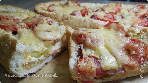 Пицца из батона получается очень вкусная, быстрая, батон получается очень хрустящий. Отличный вариант для перекуса или для завтрака.