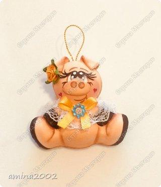Доброго времени суток! Весёлые свинки из фоамирана.Поросятки шириной 8 см, высотой 7 см.   фото 4