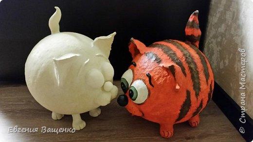 Мастер-класс по лепке декоративного кота для украшения дома из самодельной массы папье-маше.  фото 3