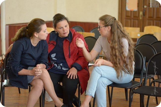 """Всем привет! Хочу с Вами поделиться мероприятием,  которое провел наш Центр. Итак,  Центр """"ЮНТА""""  г. Арамиль представляет творческая лаборатория """"СТИРАЯ ГРАНИЦЫ"""". В первую очередь хочу сказать огромное спасибо за поддержку идеи Пастуховой Марине Вячеславовне. Это она поддержала мою сумасшедшую идею стереть границы между образованием и культурой,  создать площадку для общения творческих людей и дала толчок в нужном направлении.  Также благодарю Ирину Захарова (Мастеришку)  за идеи подачи материала. Ещё одну благодарность выражаю Никоновой Елизавете за фотоматериалы.  фото 35"""