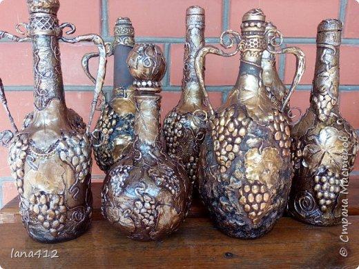 всем здравствуйте! у меня немного бутылочек!!!! в самом начале моей творческой жизни в Стране Мастеров, я делала восточные бутылочки!!!! это они же, но с виноградом.У Оксаны Шленской, есть МК по папье маше, из которого она делает свои чудесные работы! у меня он не очень хорошо получился, я торопилась и увы!!!!! (  не пластичный получился) и я решила сделать из него виноградные бутылочки!!! фото 1