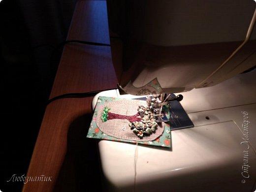 """Всем огромный привет! Сегодня у меня новая серия АТС карточек """"Апельсиновое дерево"""".  Давно хотела апельсиновое дерево сделать, конечно больше в задумках был небольшой топиарий...оставила на осень (даже заготовка до сих пор валяется) :-) Да, вышивка действительно затягивает, не удержалась...  Карточки созданы по технике вышивка. На этой серии оторвалась по полной :-), попробовала вышивать и гладью, и французским узелком, и рококо и лентами. :-)  Продолжаю отдавать долги. Мои кредиторы:  Неля, Оксана и  Юлия  На темном фоне  фото 13"""