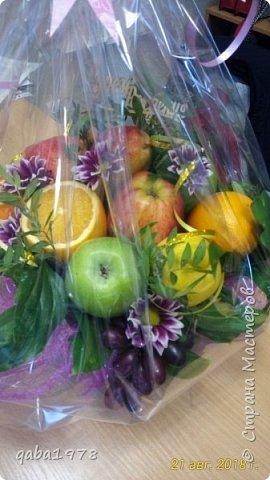 Вот такой букет-корзинка у меня получился.Сочно,аппетитно и потрясающий аромат от спелых фруктов. фото 1