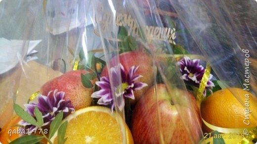 Вот такой букет-корзинка у меня получился.Сочно,аппетитно и потрясающий аромат от спелых фруктов. фото 4