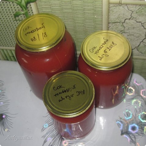 Здравствуйте дорогие друзья и соседи! Сегодня хочу вам рассказать как я готовлю томатный сок. Все мои домашние очень любят и задают большой план. В этом году например уже приготовила 12 л, сказали мало :-)  Продукты:  Помидоры Щепотка соли фото 14