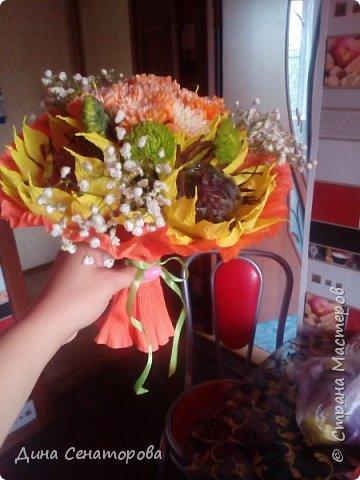 Букеты из чая и конфет и из живых цветов с орехами фото 6