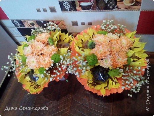 Букеты из чая и конфет и из живых цветов с орехами фото 5