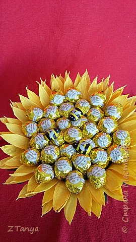 Подсолнух из конфет. фото 2