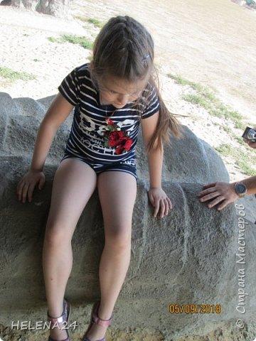 Ездила с семьёй на Кудыкину гору,это сафари -парк в Липецкой обл .Каменка.И вот там живёт такой дракончик .В выходные он вечером в 19-40 плюётся огнём.Мы ездили в будний день.Плюс в этом -мало народу,фотографируйся как хочешь и никаких чужих в кадре. фото 47