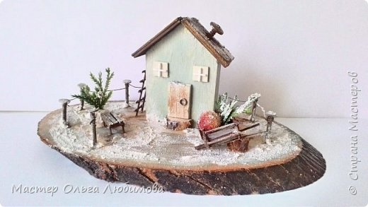 Миниатюра с зимним домиком фото 1