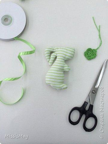 Итак , будем шить вот такого зайку с детьми. Данный вид игрушки достаточно простой, но требуются определенный навык. Работа подходит для детей от 7 лет.  фото 6