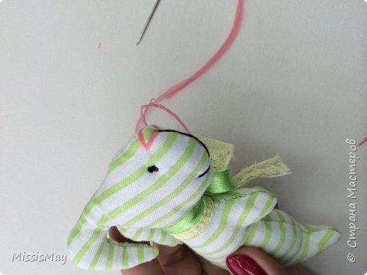 Итак , будем шить вот такого зайку с детьми. Данный вид игрушки достаточно простой, но требуются определенный навык. Работа подходит для детей от 7 лет.  фото 10
