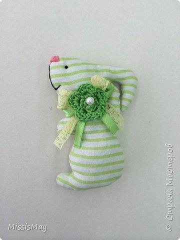 Итак , будем шить вот такого зайку с детьми. Данный вид игрушки достаточно простой, но требуются определенный навык. Работа подходит для детей от 7 лет.  фото 11