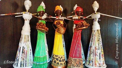 Сегодняшний мастер-класс посвящён ещё одному моему любимому виду творчества — созданию поделок из газетных или журнальных трубочек без плетения. На мой взгляд, самыми элегантными и колоритными из бумажной лозы получаются куклы — африканки. фото 6