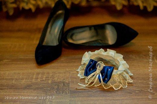 Свадебная подвязка в синем цвете.  фото 4