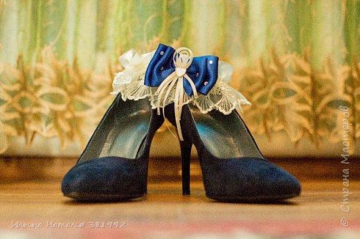 Свадебная подвязка в синем цвете.  фото 2