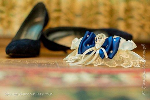 Свадебная подвязка в синем цвете.  фото 3