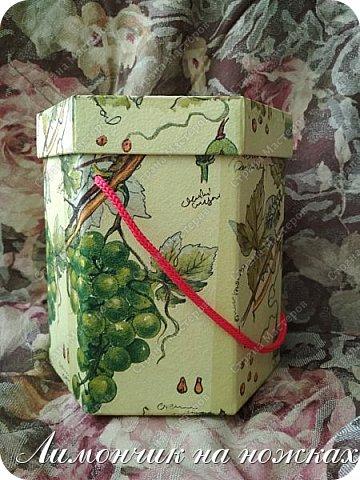 Из коробочки из-под фабричных конфет у меня получилась вот такая симпатичная виноградная коробочка для полезных сладостей )))) фото 3