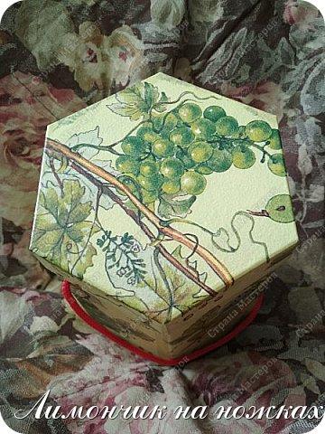 Из коробочки из-под фабричных конфет у меня получилась вот такая симпатичная виноградная коробочка для полезных сладостей )))) фото 4