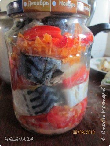 Делала рыбные консервы из скумбрии с овощами ,на последней банке вспомнила,что не плохо бы и поделится ... фото 10
