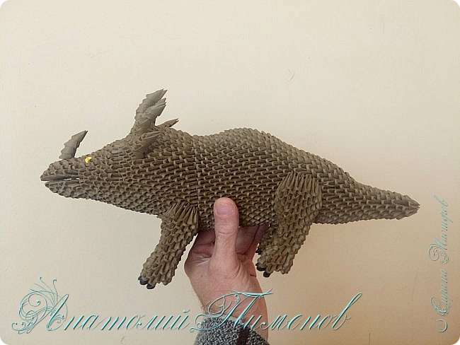 Стиракозавр обитал на земле 75 миллионов лет назад на территории современной Канады.Название переводится с древнегреческого,как шипастый ящер.Считается одним из самых красивых видов динозавров.Предположительно был травоядным.Работу делал из модулей размером 1/64,всего ушло примерно 2200  модулей. фото 8